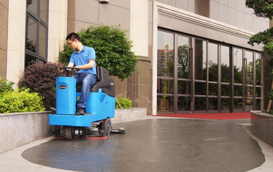 GT110驾驶式洗地机