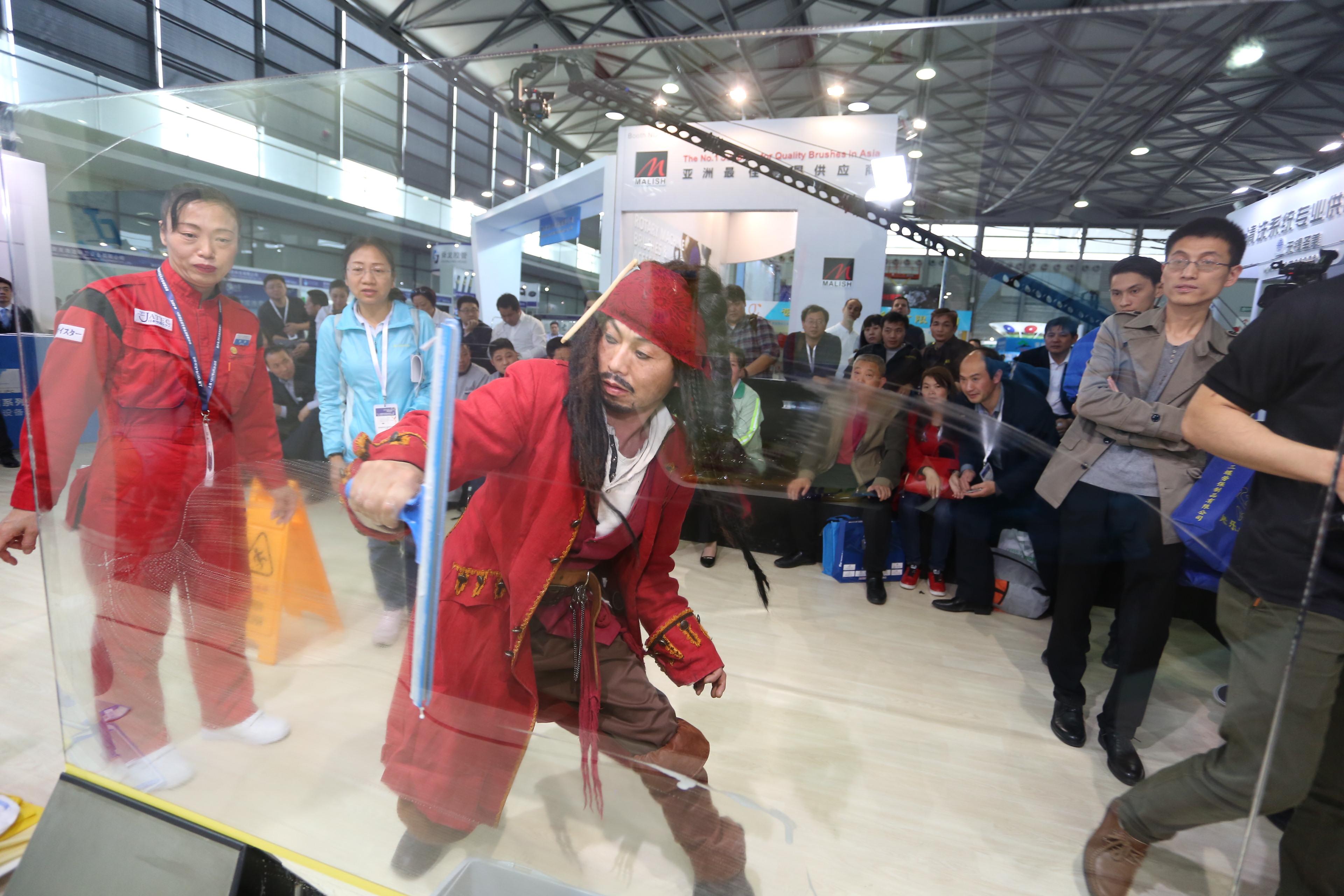 """2017中国清洁技能大赛——""""施达杯""""第五届快乐清洁工玻璃清洁技能大赛"""